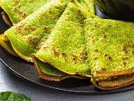 Рецепта Зелени солени палачинки със спанак, грах с ядково мляко